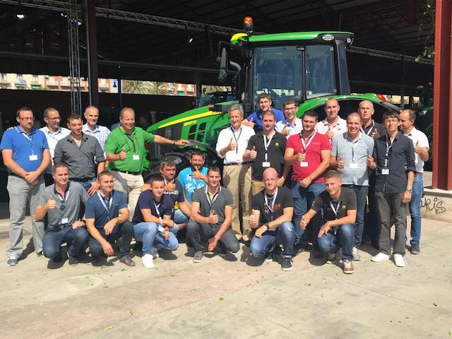 L'équipe commerciale machinisme Terre Comtoise à Valence lors de la convention John Deere